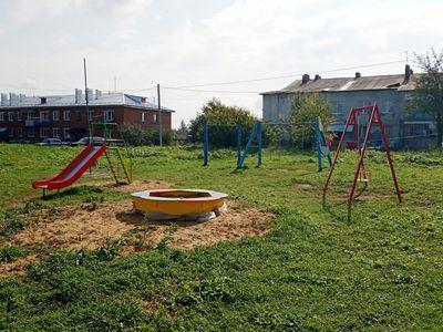 Детская игровая площадка в с.Цибеево в ракурсе двора