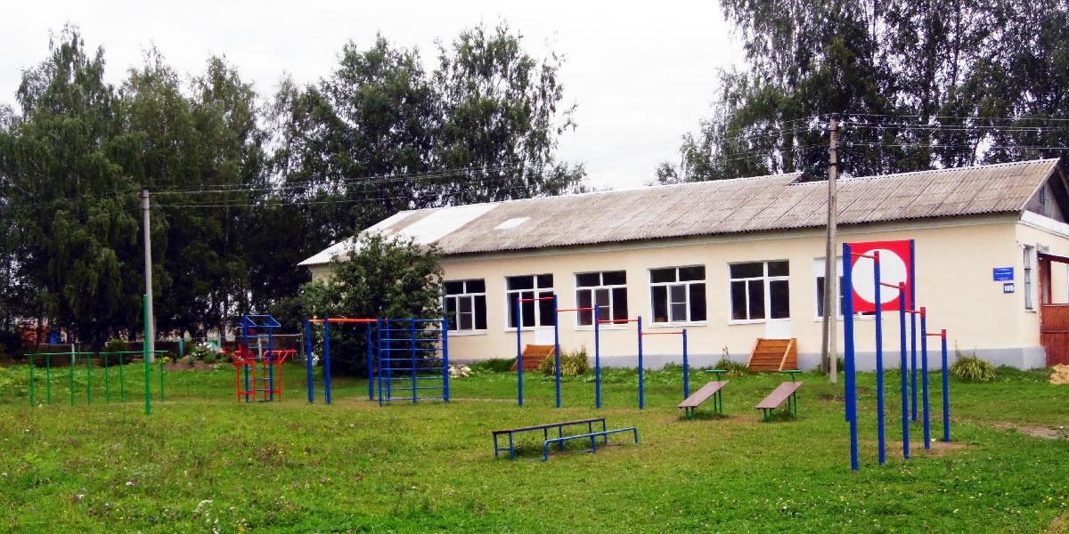 Федоровская средняя школа - спортивная площадка, общий вид