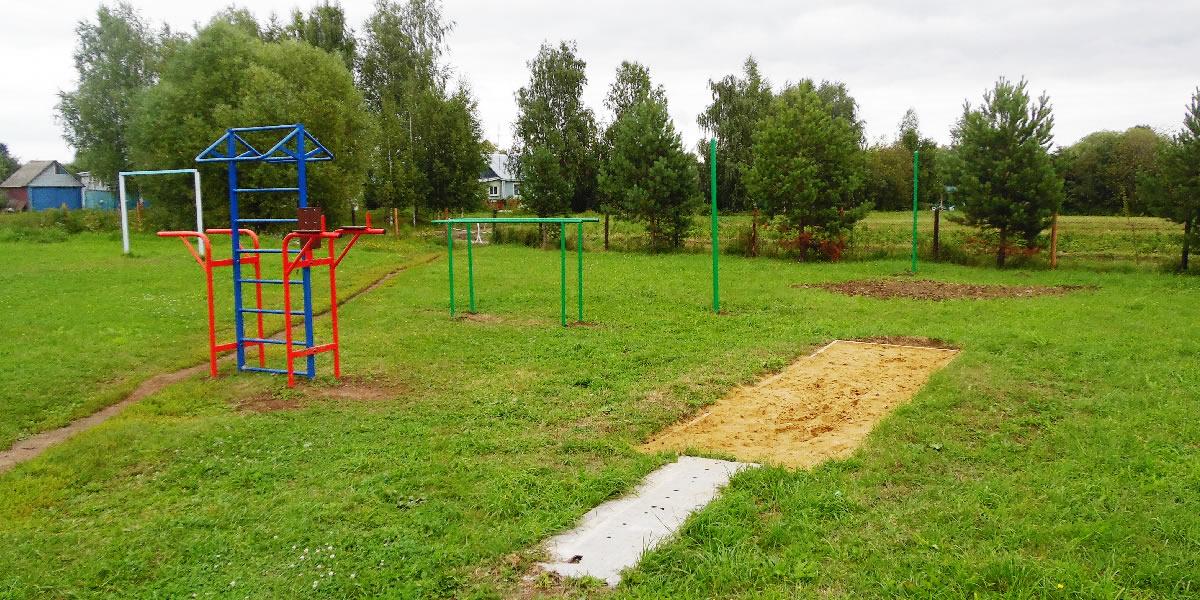 Федоровская средняя школа - спортивная площадка, тренажеры