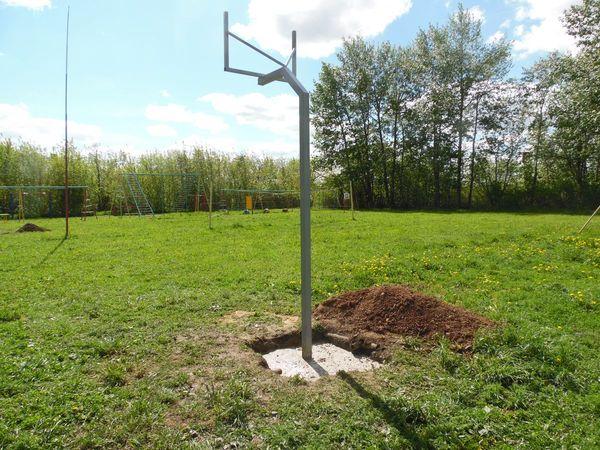 Баскетбольные стойки надежно установлены