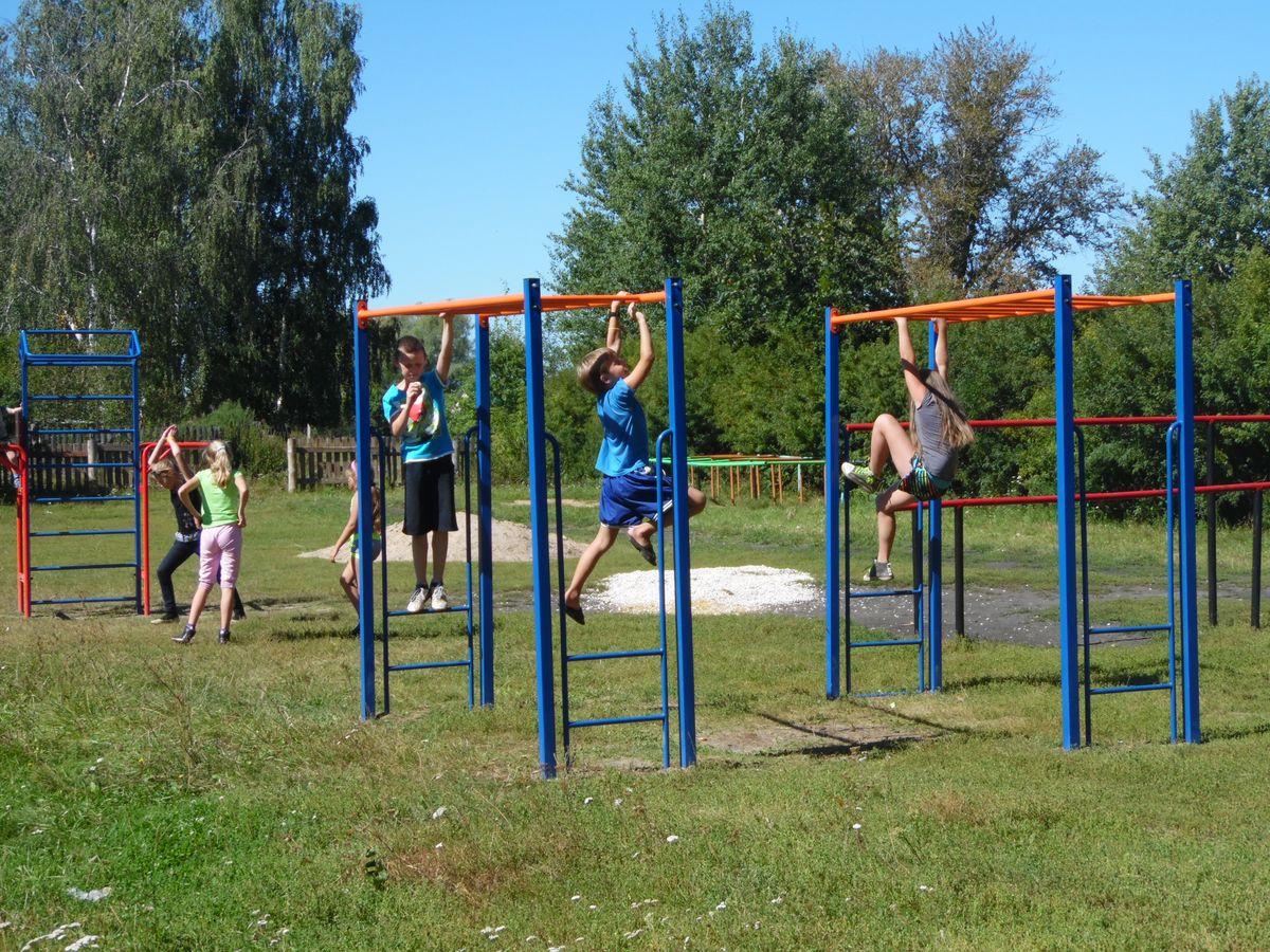 Юные атлеты тренируются на новой площадке