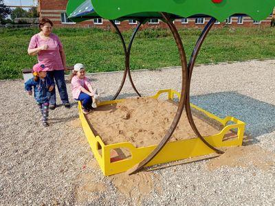 Играть в песочнице интересно и увлекательно!