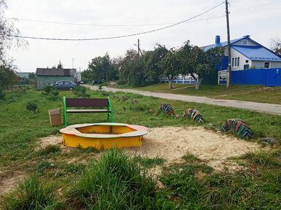 Скамейка и песочница вместе